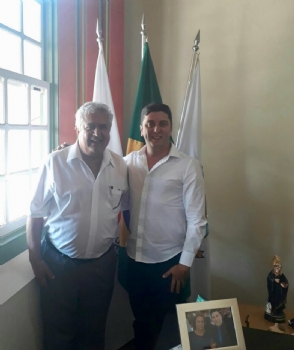 Prefeito recebe visita do governador distrital do Rotary International
